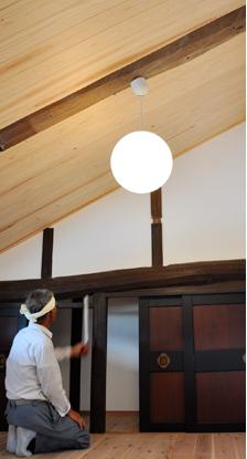 古民家と耐震性古民家と耐震性 地震大国である日本では、貴重な古民家が耐震性の不安から取り壊される事も 少なくありません。